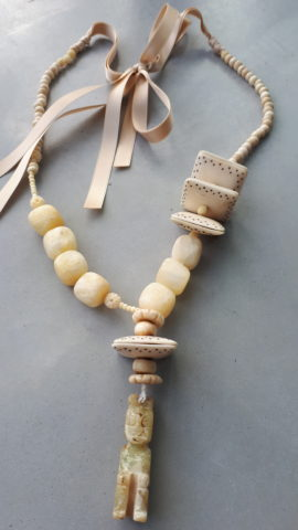 Jade kaasjes en amulet